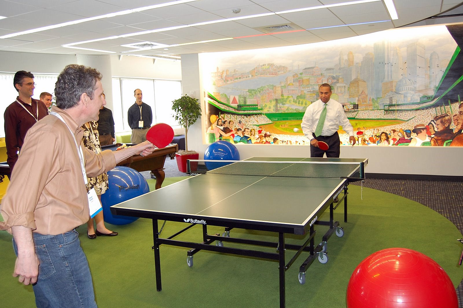 Steve_Vinter_and_Deval_Patrick_play_ping_pong[1]